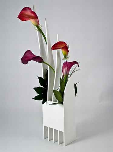 Hongisto Design has come up with a truly amazing flower vase design.