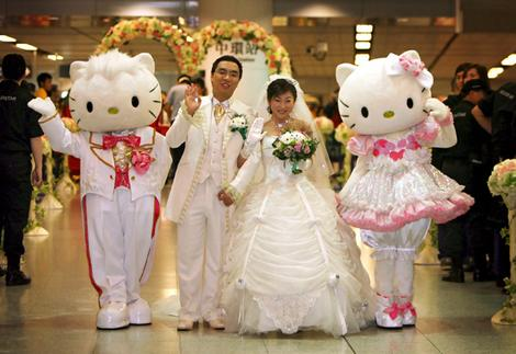 After seeing a real cat themed wedding this Hello Kitty wedding is kind