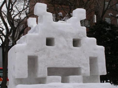 space-invaders-snow-sculpture
